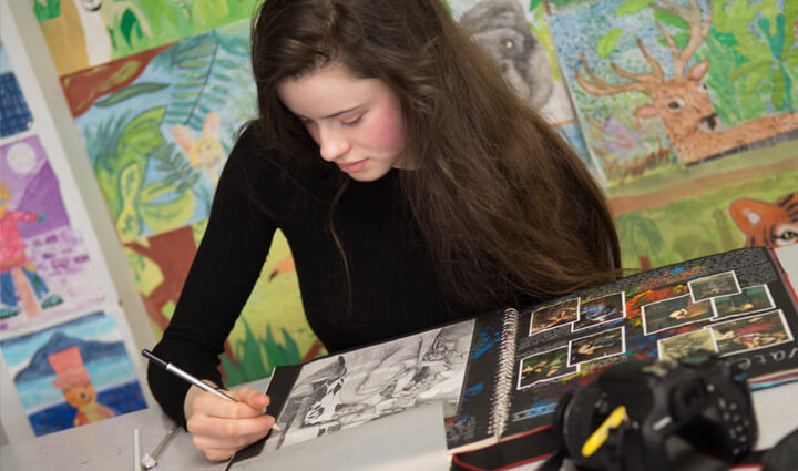 A pupil in an art class